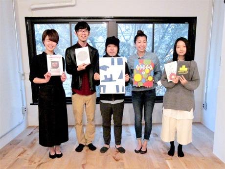 デザイン事務所「神戸デザインセンター」代表の濱章浩さん(中央)と各事業スタッフたち
