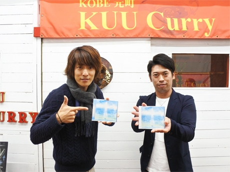 神戸出身のアコースティックデュオ「にこいち」の井指冬輝さん(左)と松田央さん(右)