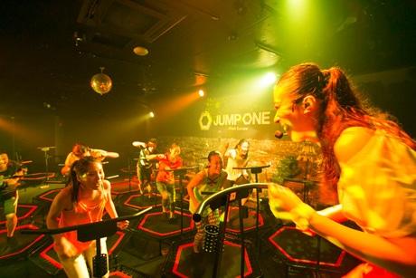 神戸・三宮に関西初のトランポリン専用スタジオ「jump one(ジャンプワン)」