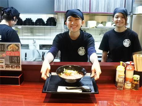 神戸の生田川沿いに神戸初の油そば専門店「神戸製麺」がオープンした
