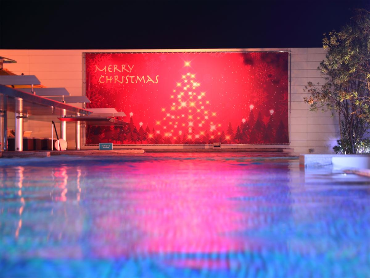 新港第一突堤にあるの天然温泉施設「神戸みなと温泉 蓮」で「クリスマスナイトプール」が開かれている