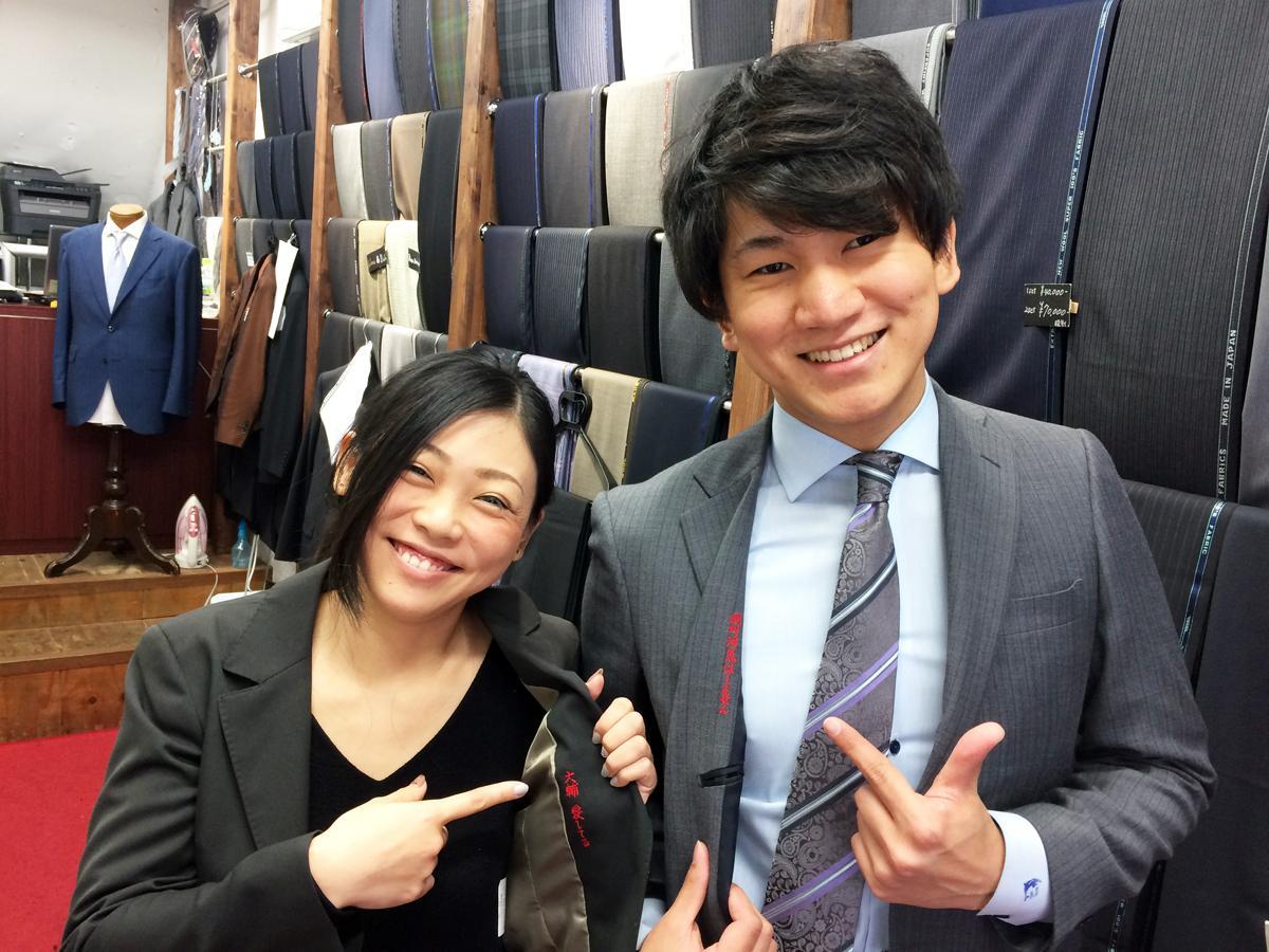 オーダースーツ専門店「ツキムラ 神戸メリケンパーク店」が国内初の浮気防止スーツ「めおとスーツ」販売