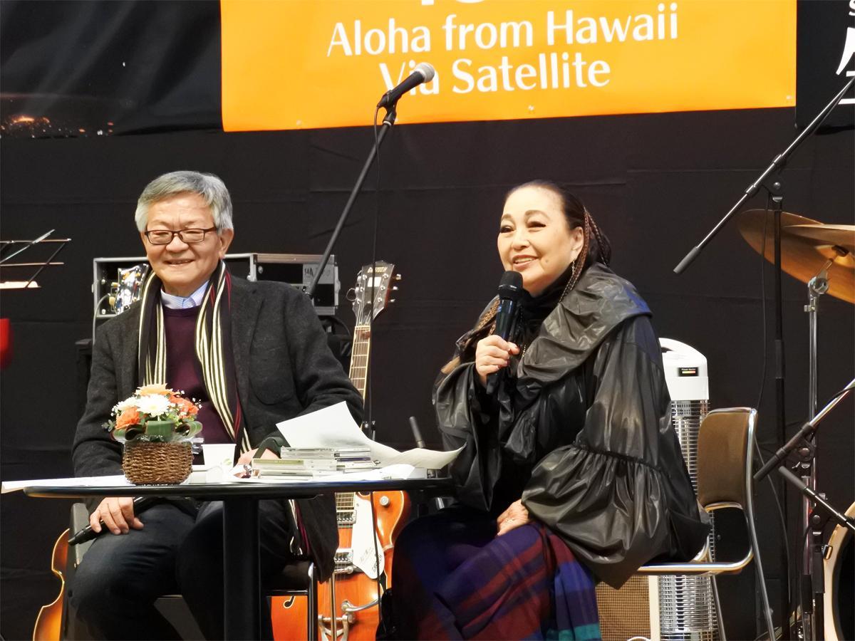 音楽評論家の湯川れい子さんとラジオフリープロデューサーの今林清志さんによるトークショーの様子