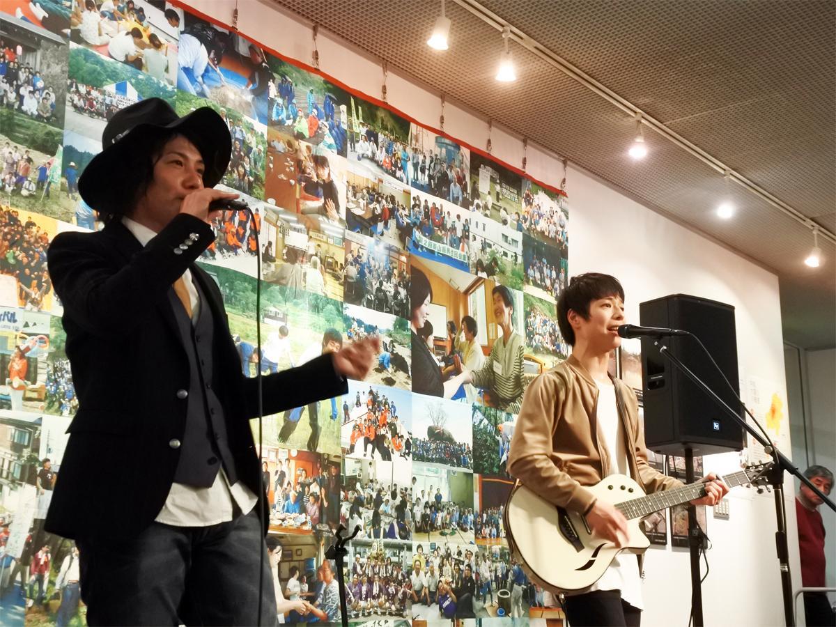 防災大学院生でボイスパーカッション担当のKAZZさんと防災士でボーカル&ギター担当の石田裕之さんによる音楽ユニット「Bloom Works(ブルームワークス)」