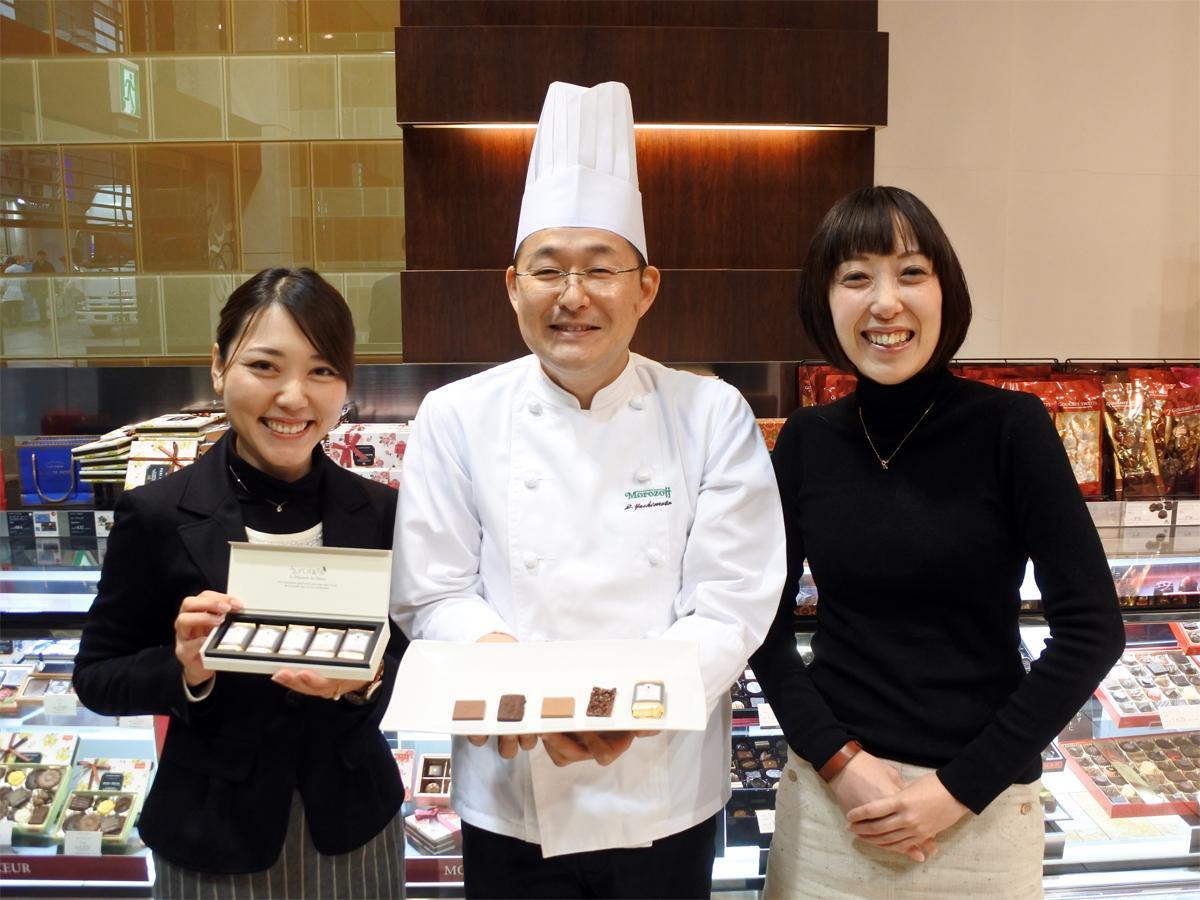 左から、「みみずく洋菓子店」企画担当の橋本浩美さん、製品開発担当の吉元太悟さん、ページ作成担当の前夕紀さん
