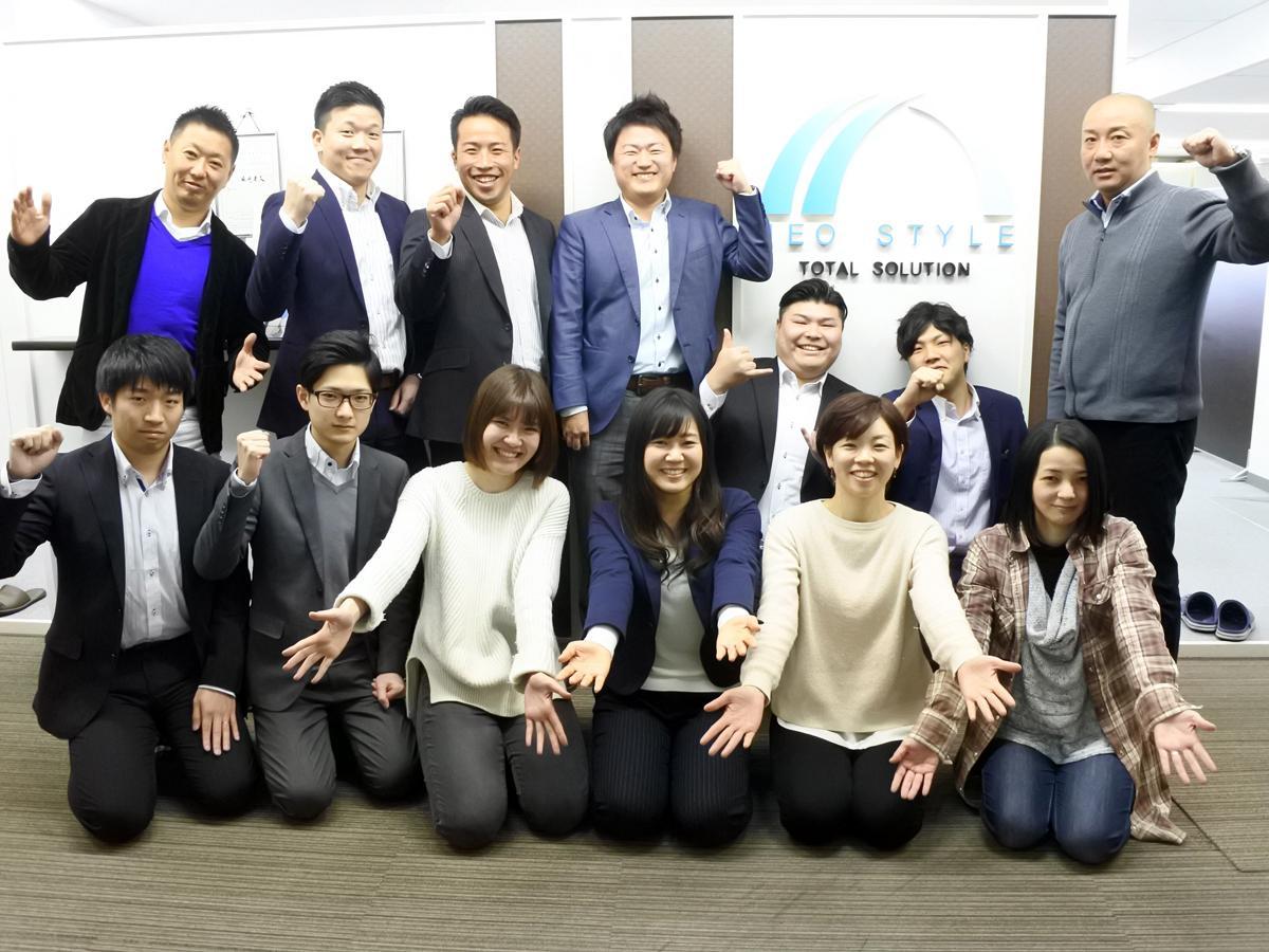 「神戸老人ホーム紹介センター」を運営する「ネオスタイル」の従業員ら