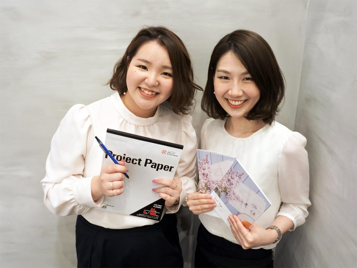神戸発ジュエリーブランド「FRAU KOBE JAPAN(フラウコウベ・ジャパン)」広報兼デザイナーの上田麻衣さん(右)とデザイナーの花岡穂波さん(左)