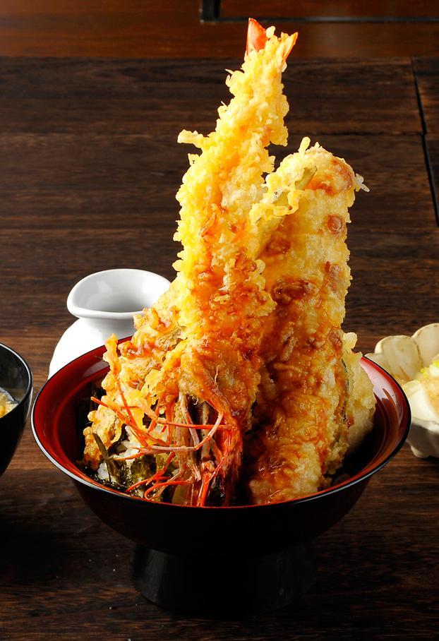 「天ぷら海鮮と釜飯 三福」名物の「大海老天丼」
