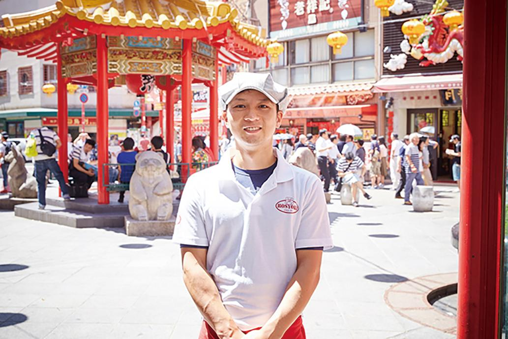 南京町の行列のできる「元祖豚饅頭(まんじゅう)店『老祥記(ろうしょうき)』」の四代目・曹祐仁(そうまさひと)さん