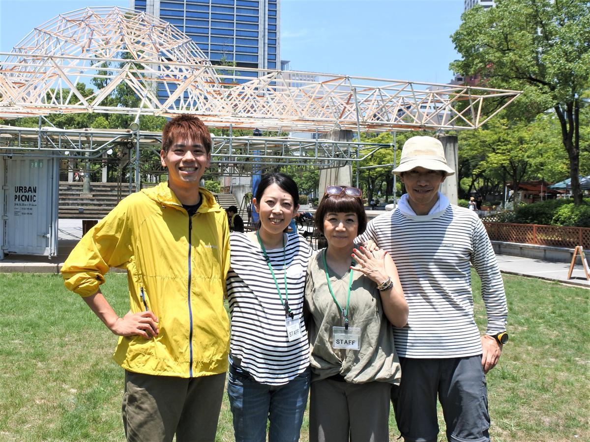 右から「URBAN PICNIC(アーバンピクニック)」事務局の村上豪英さん、脇本昌子さん、上戸了子さん、神戸大学の学生・大河原瑞仁さん