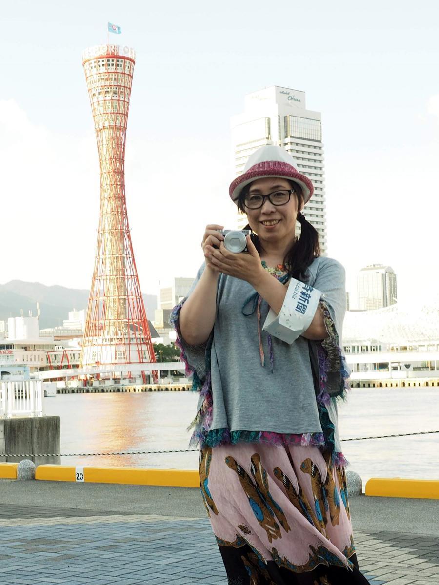 2010年から神戸経済新聞の記者を務めるウエツキチエコ編集長。撮影=神戸ジャーナル・大橋一馬編集長