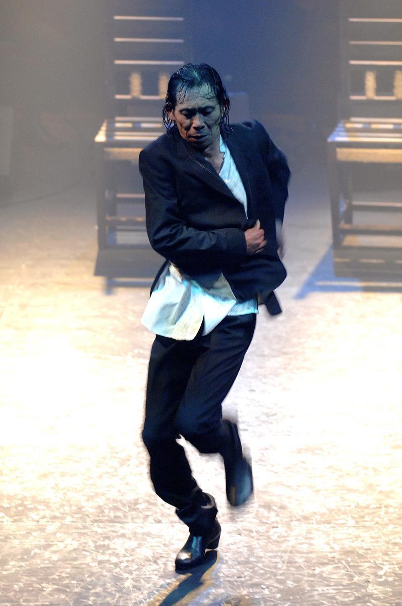 フラメンコを踊る東仲一矩さん
