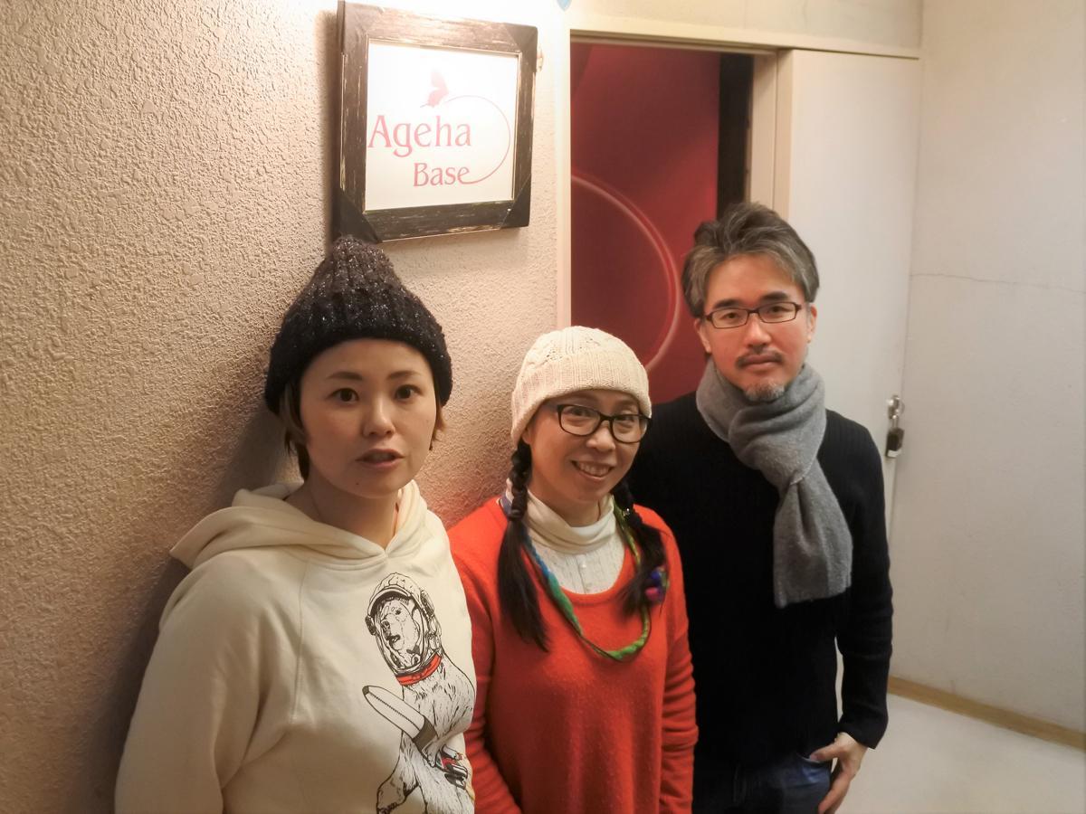 左から、「MUSICART(ミュージカート)」を企画した神戸在住のイラストレーター鞍あいみさん、ウエツキめりぃさん、モウエンさん