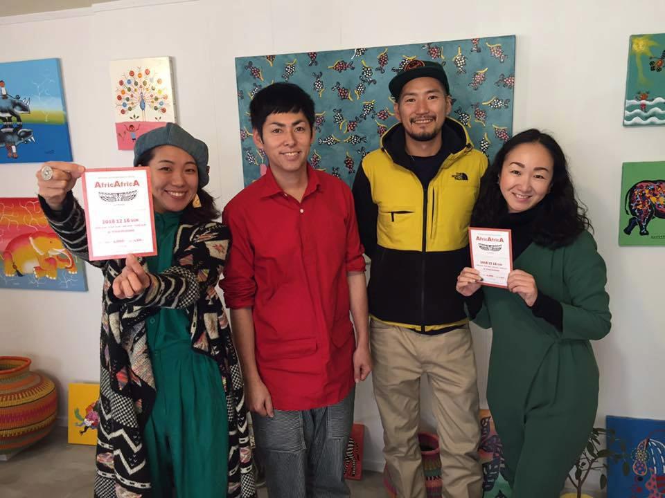 左から、主催者のちかりーぬさん、「ティンガティンガ」アーティストのSHOGENさん、OniceメンバーのKENさん、Onice代表のケリイさん