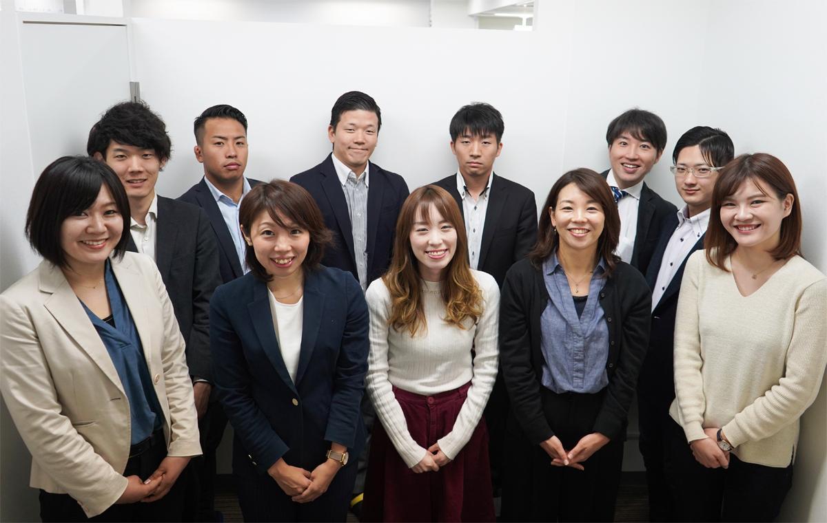 兵庫県内での介護・福祉の仕事に特化した求人サイト「兵庫介護転職求人ナビ」を運営する「ネオスタイル」の従業員ら