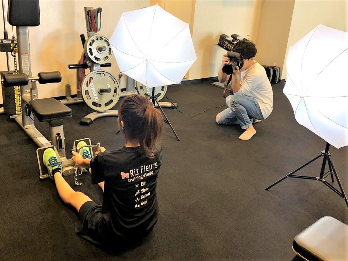 プロカメラマンがトレーニングの様子や美しい筋肉をインスタ映えする構図で撮影する「筋スタ映え撮影サービス」を開始