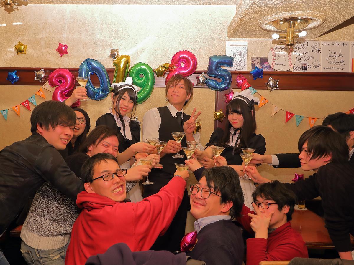 5周年を迎えた2月5日には多くの常連客がお祝いに駆け付けた 撮影=池田博騎さん