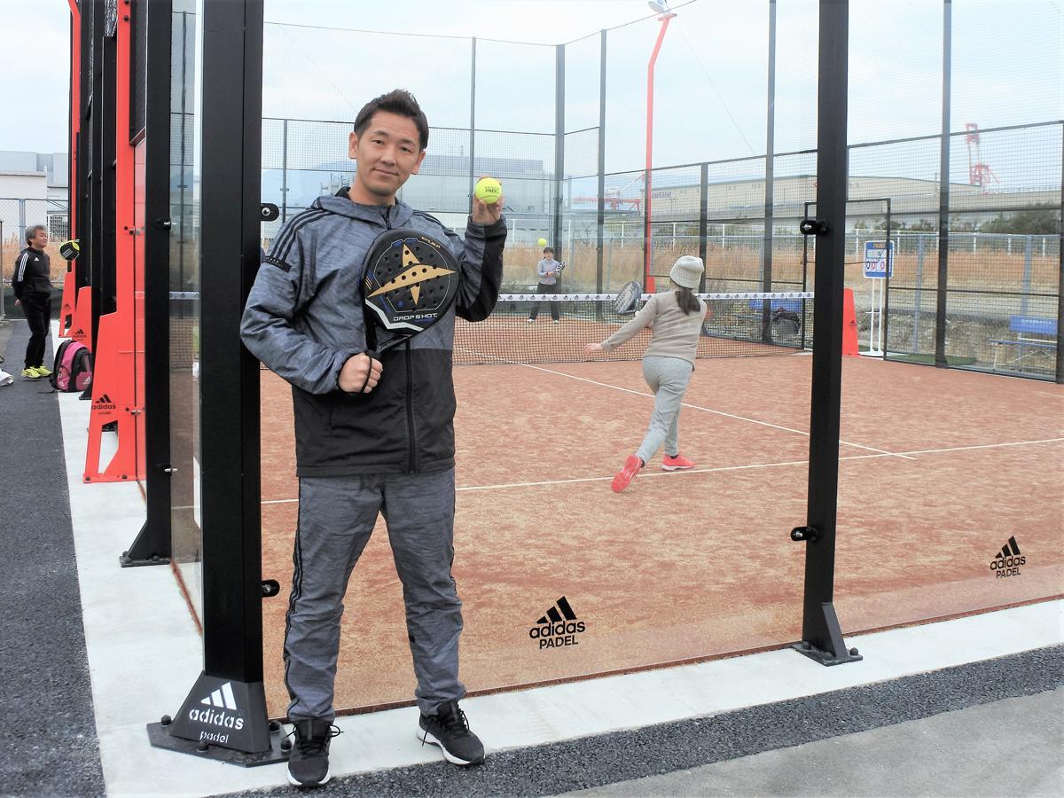 神戸初となるパデルコート施設「パデル神戸プラス」の畑浩平社長