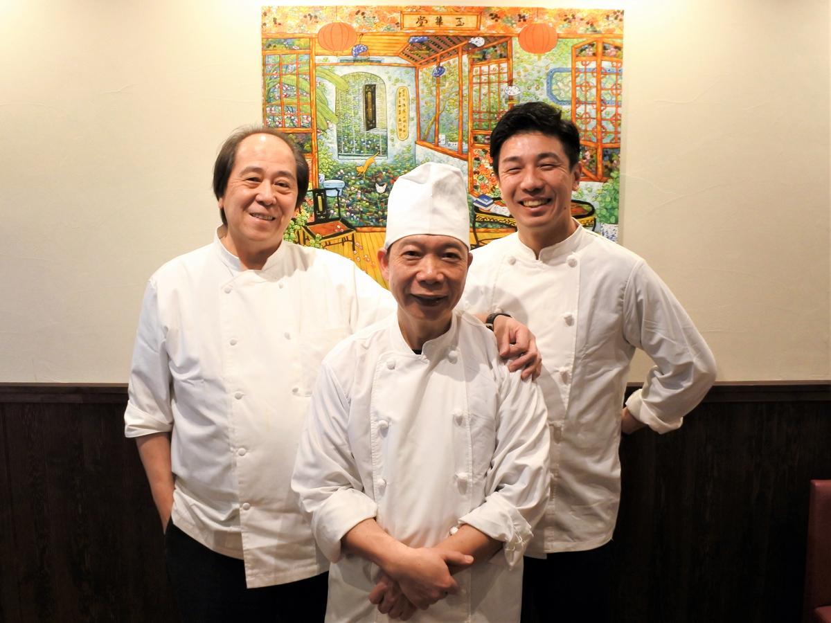 左から、施蓮宗(Shi Lian Zong)社長、料理長の陳鴻偉(Chan Hung Wai)さん、店長の久堀隆徳さん