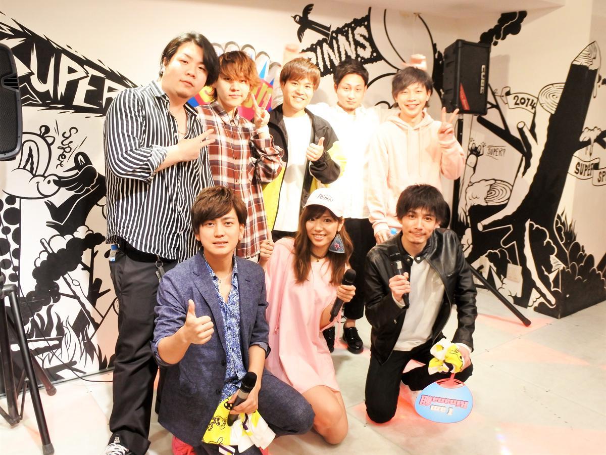 4月21日に「SUPER SPINNS 神戸三宮VIVRE店」で行われた「KOBEハーバーカーニバル」プレイベントの出演者ら