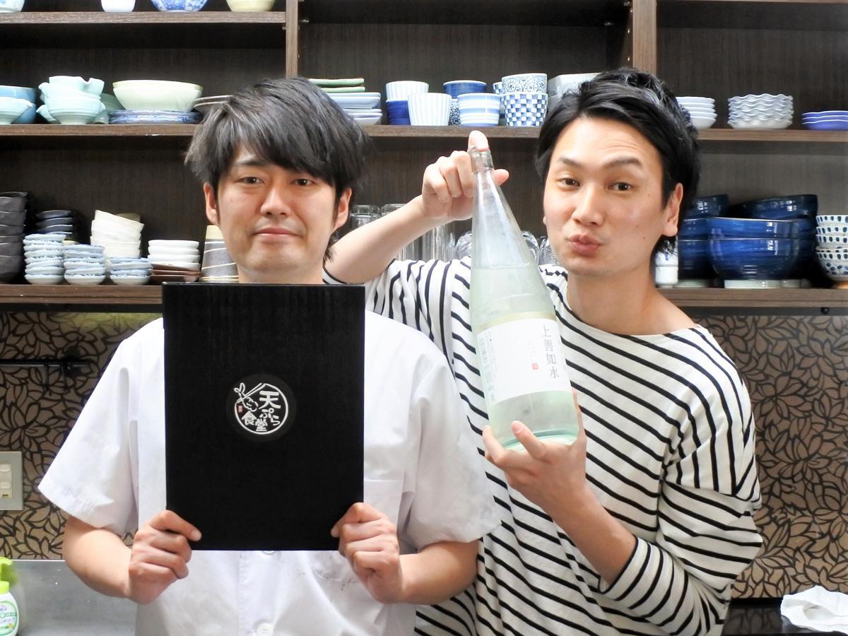 「天ぷら食堂」店主兼料理人の森原大介(モーリー)さん(左)、店長の藤原広之(ヒロ)さん(右)