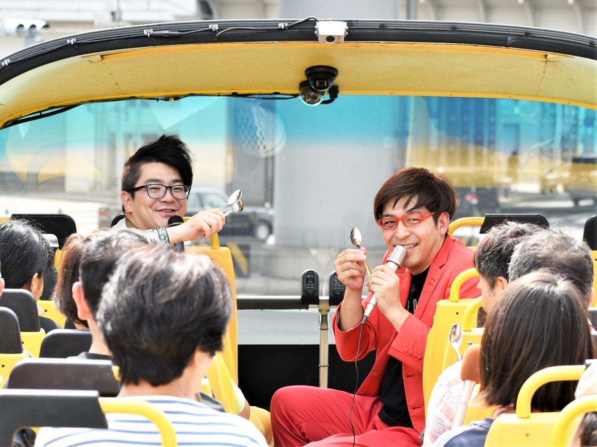 屋根のない2階建ての「スカイバス神戸」で「音楽でスプーンは曲がるか?」検証が行われた