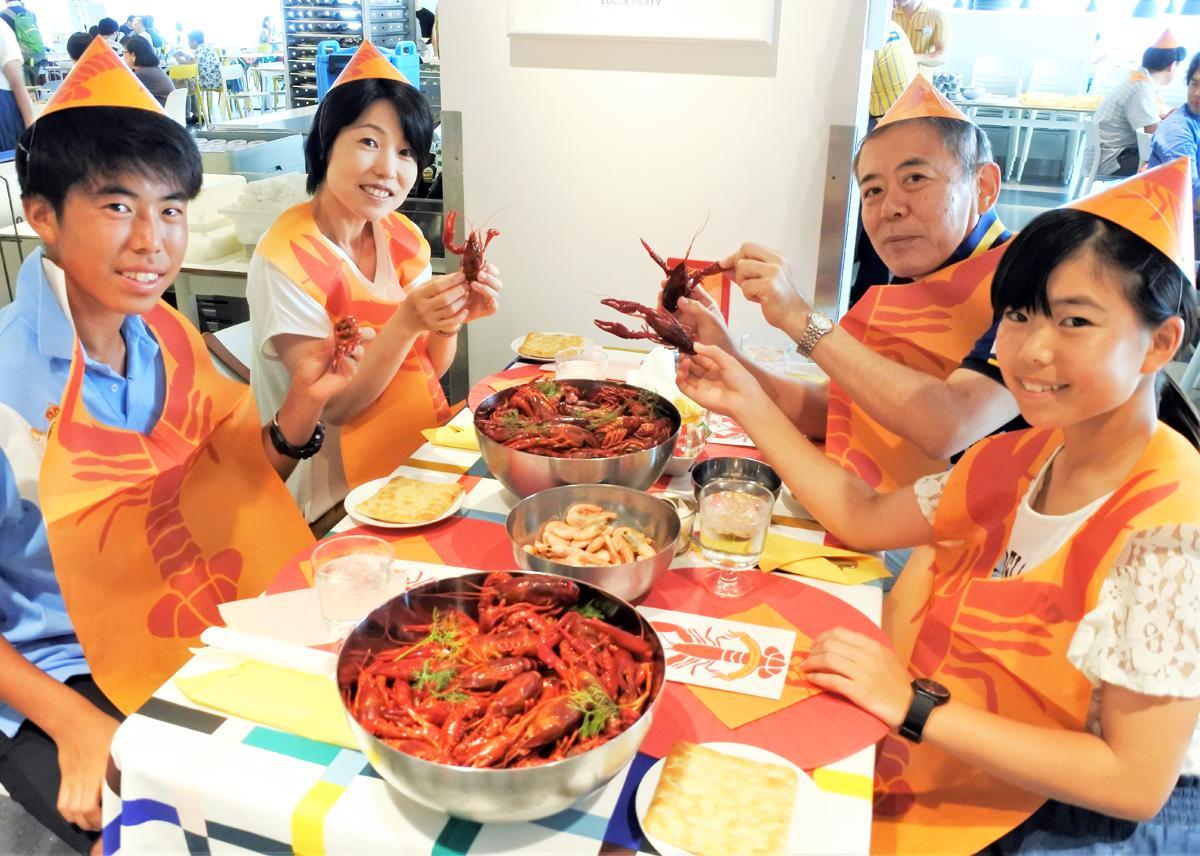 8月3日に行われた「ザリガニパーティー」には多くの家族連れなどが参加