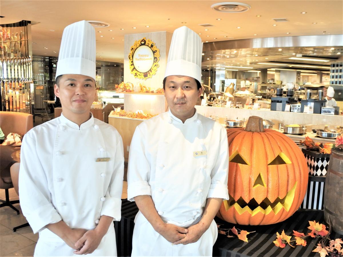 SOCO料理長の堀真人さん(右)とパティシエの石中久貴さん(左)