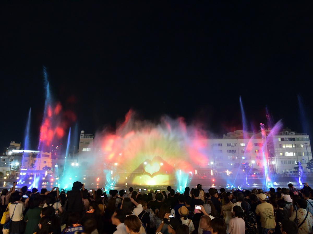 神戸・兵庫区にある新川運河で始まった光・映像による音楽噴水ショー「WATER FANTASIA KOBE(ウォーターファンタジア)」 撮影=はらだかずのりさん