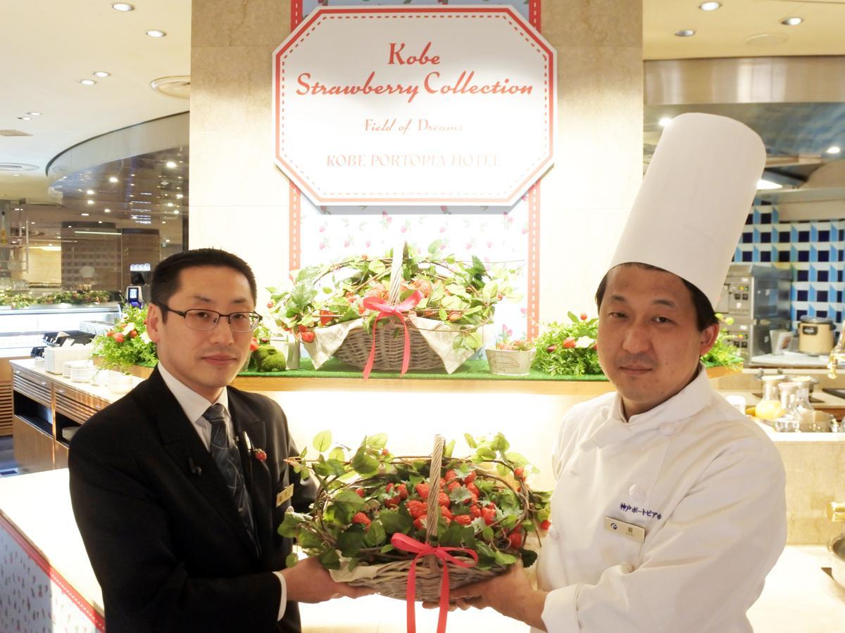 SOCOルームサービス支配人の香川誉生さん(左)とSOCO料理長の堀真人さん(右)