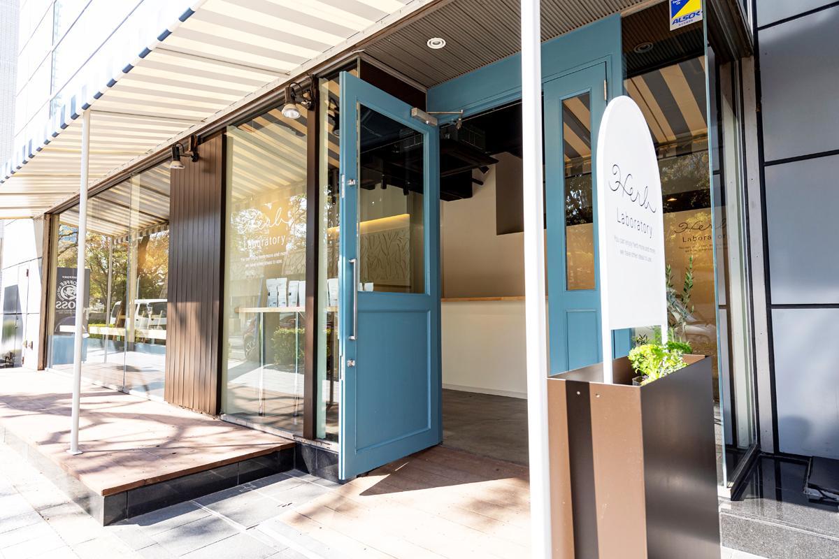 神戸・三宮「東遊園地」西側にあるビル1階にハーブ専門店&カフェ「Herb Laboratory SHOP&CAFE」がプレオープン