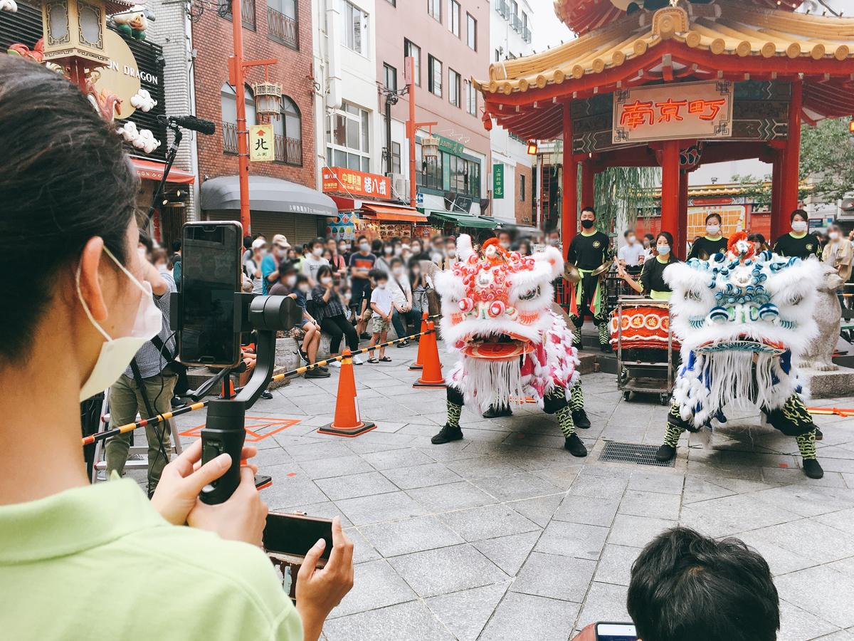 南京町広場での獅子舞演舞の様子を横浜中華街と同時にインスタグラムでライブ配信した