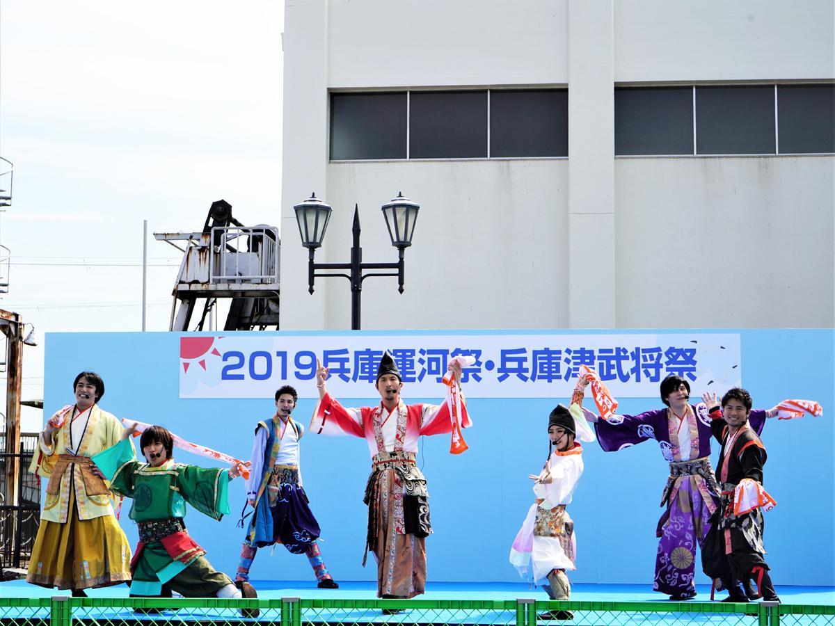 「2019兵庫運河祭」新川運河キャナルプロムナードステージでパフォーマンスする「神戸・清盛隊」
