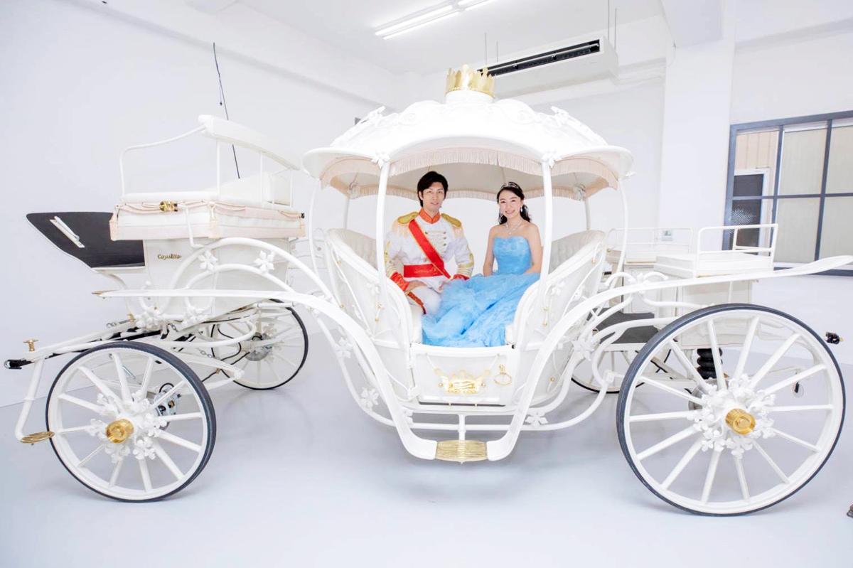 日本で一台しかない馬車「ファンタジーシンデレラ号」の入庫式でシンデレラ役を担った大学生・森島みなみさん(元「KOBerrieS♪」キャプテン)