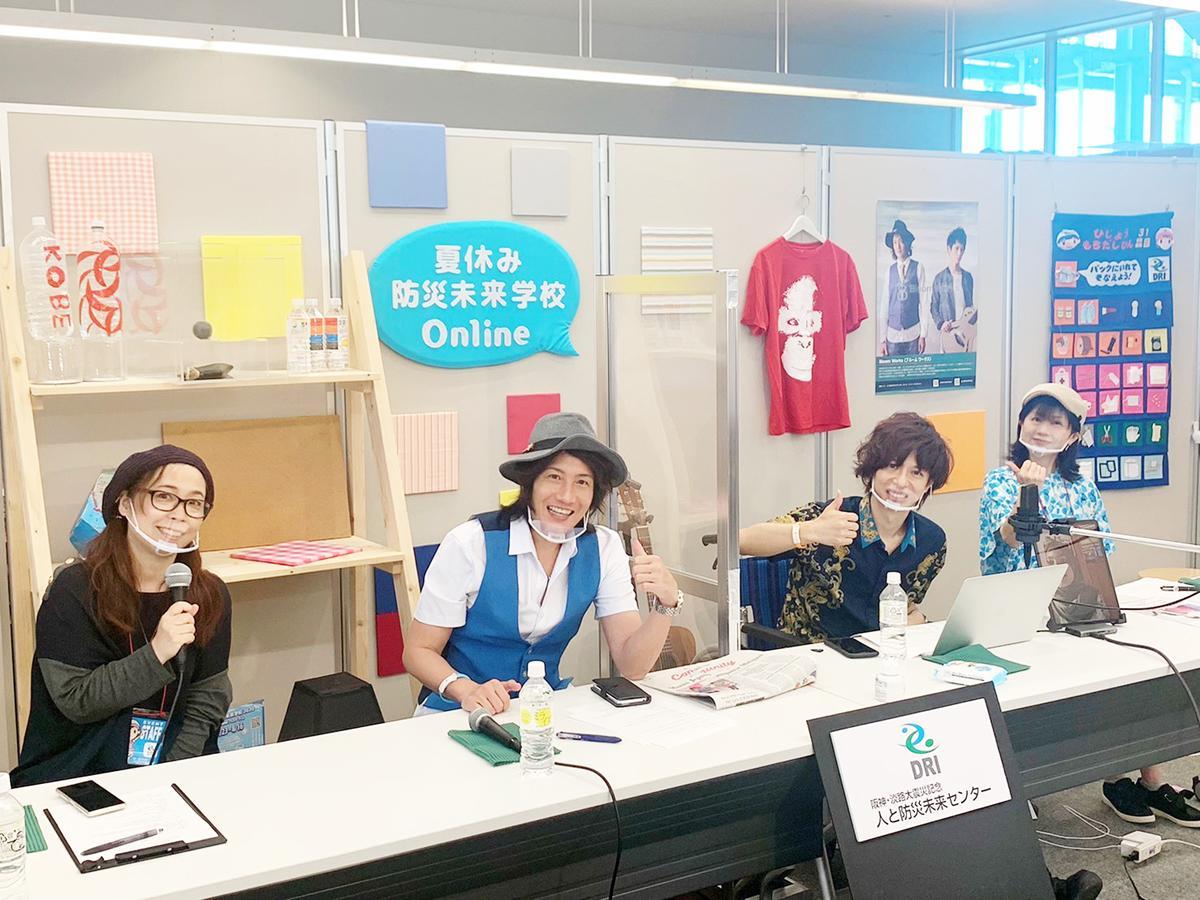 「Bloom Works」のKAZZさん、石田裕之さん(中央)、近藤栄さん(右)、ウエツキチエコさん(左)