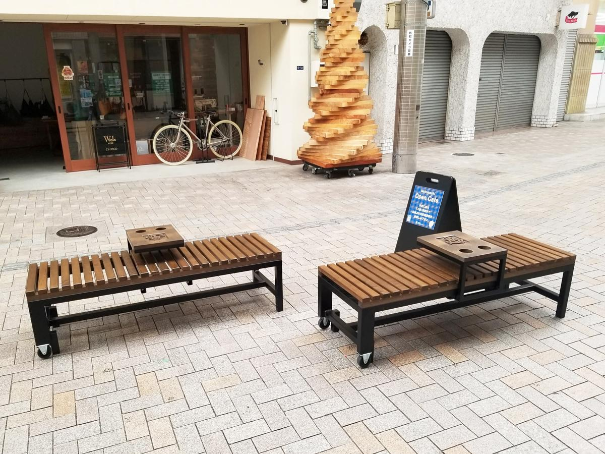 神戸・元町6丁目商店街(通称=モトロク)に六甲山の間伐材を使って製作したオープンカフェ用ベンチが設けられた