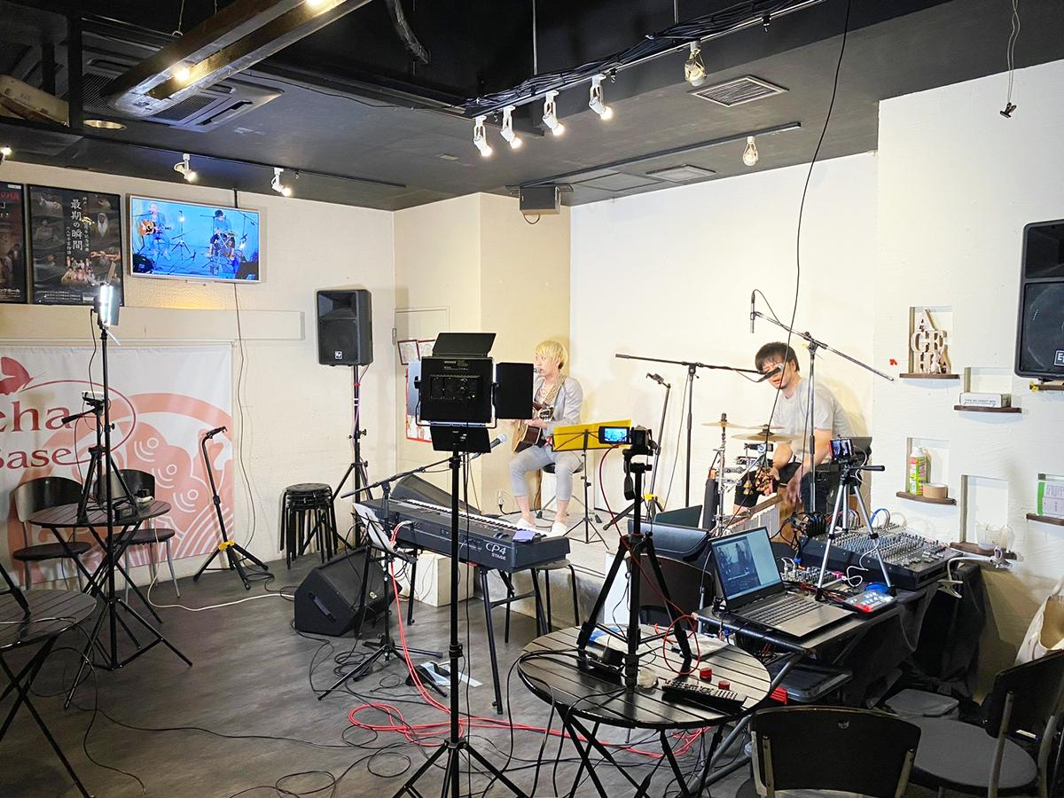 三宮のフードバー&エンターテインメントスペース「Ageha Base(アゲハベース)」無観客ライブ配信の様子