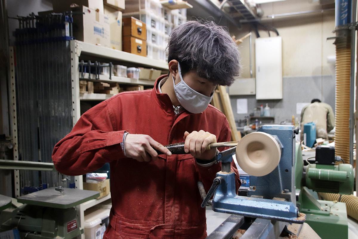 神戸芸術工科大学の学生と「ホテルセトレ神戸・舞子」が「木製朝食プレート」の共同制作を進めている