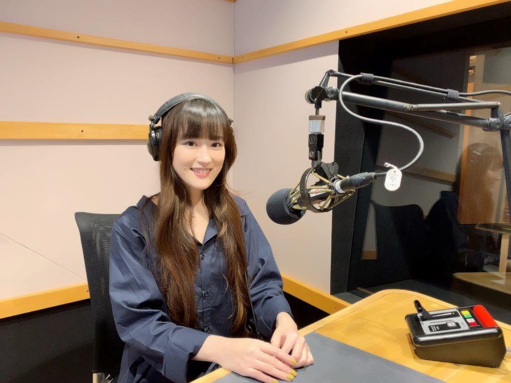 京阪神のエフエム3局による共同制作・生放送番組「Saturday Junction」を担当する「Kiss FM KOBE」サウンドクルーの藤原岬さん
