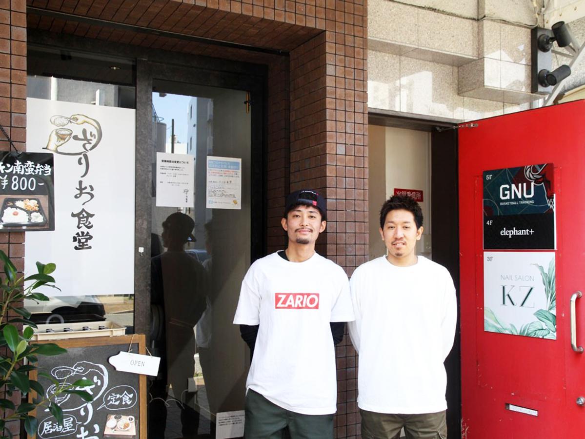 左から、定食店「ざりお食堂」店長の松本拓真さん、オーナーの長谷川信也さん