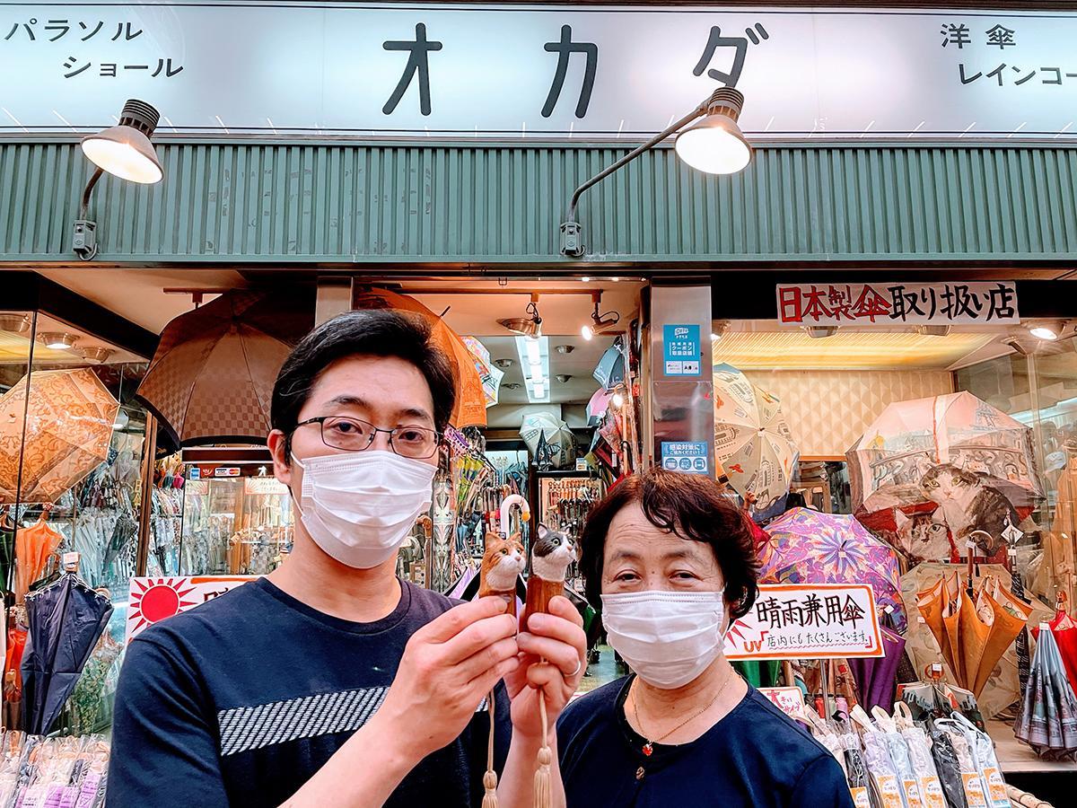 左から、傘専門店「オカダ洋傘店」の岡田和之さん、岡田泰子さん