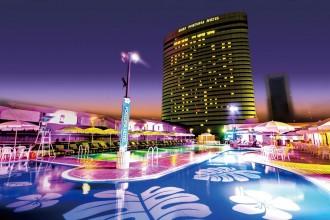 神戸ポートピアホテルが7月16日にプール開き ナイトプールも