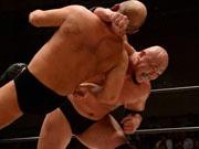 高知で地元出身プロレスラー岡林選手復帰戦―必殺技「ゴーレムスプラッシュ」さく裂か