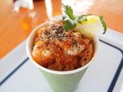 高知にガーリックシュリンプ専門店「ガーリッシュ」 ハワイで食べた味再現