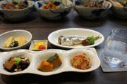 阿佐ヶ谷の「あかね雲」、高円寺から移転 「こごまちゃん」の母が総菜で癒やしを