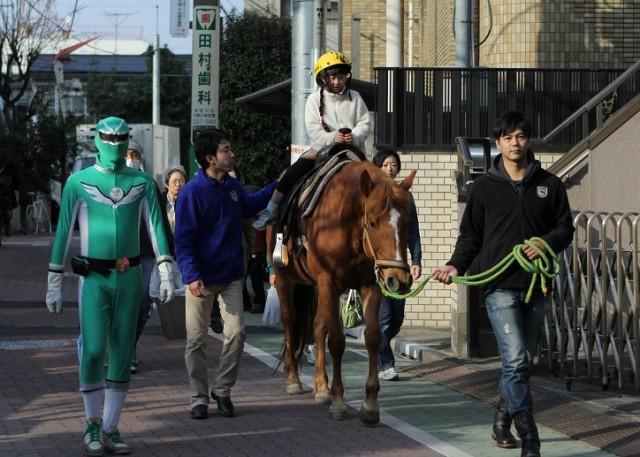 杉並・方南銀座商店街が「一日動物園」に 「ベビーカーおろすんジャー」の登場も