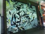 高円寺のパル商店街に「阿波おどり」の壁画アート 「アート見に行く街に」
