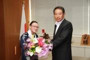 杉並区在住のスピードスケート選手、「スペシャルオリンピックス」で金 区長を表敬訪問