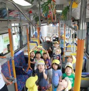 関東バス・阿佐ヶ谷で園児が七夕の願い事飾る 期間限定で運行も