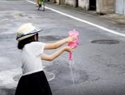 杉並・荻窪エリアで「打ち水大作戦」 はやしの行列や塗り絵コンテストも
